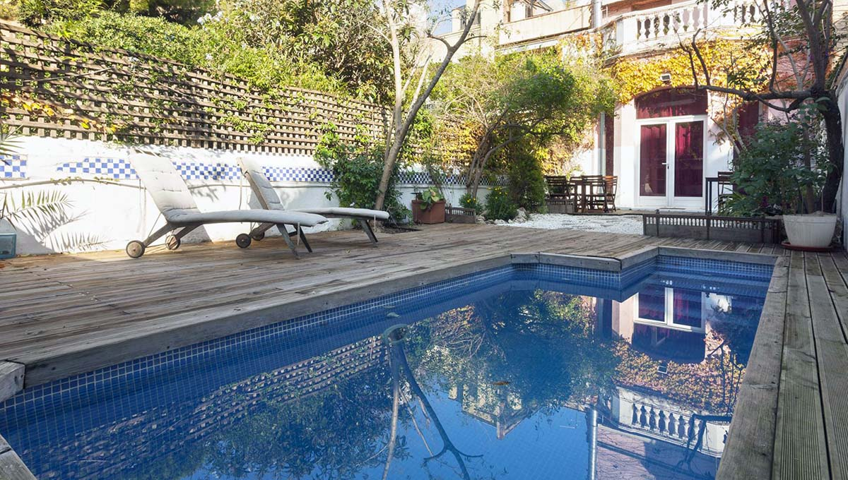 apartment rentals in Barcelona: house with swimming pool