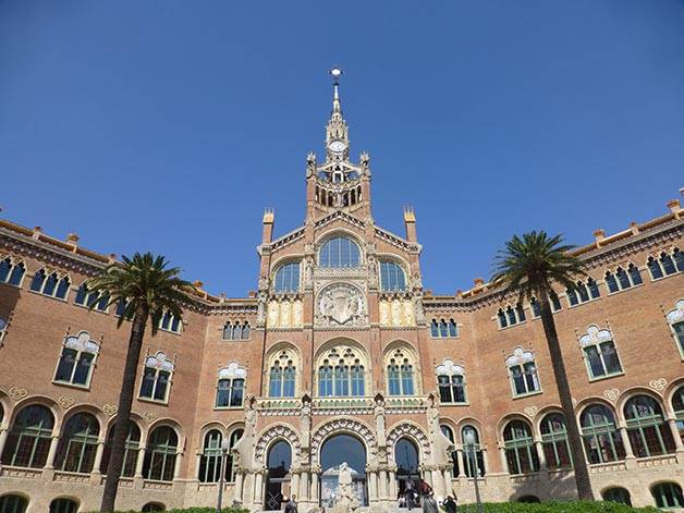 hospital de sant pau facade and courtyard