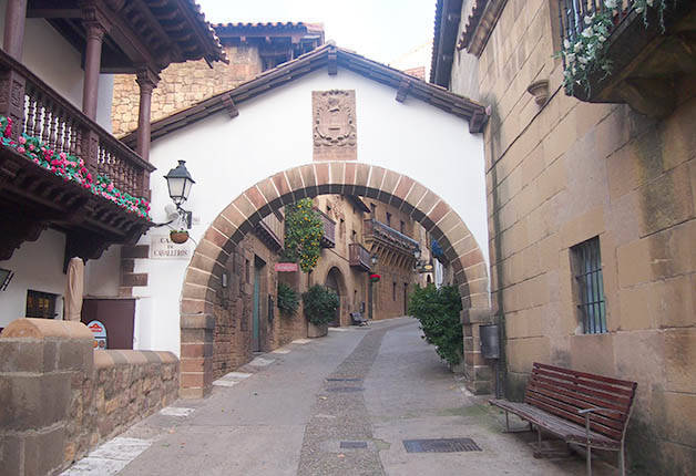 poble espanyol village street with arch
