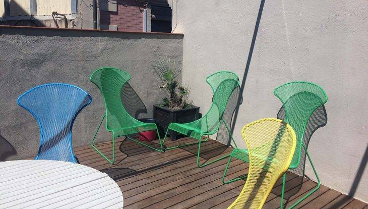 youth hostels in Barcelona, terrace at the Amistat Beach Hostel