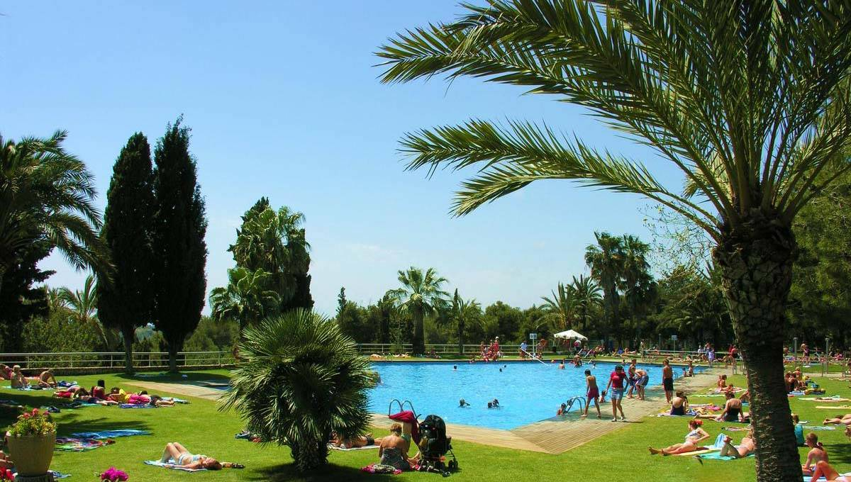 Camping near Barcelona: great sites between the city and the